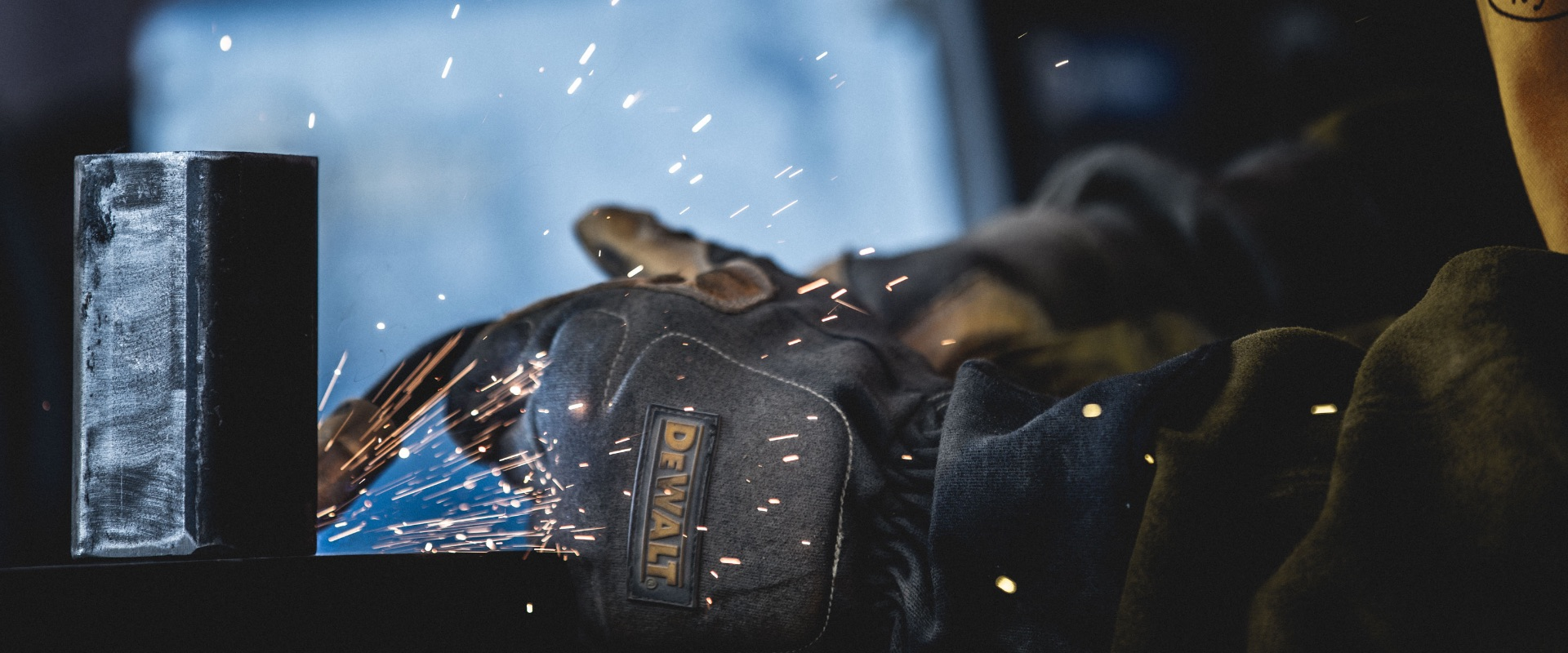 DEWALT Premium Fabrication Welding Gloves